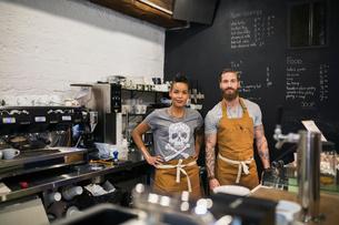Portrait confident hipster baristas in coffee shopの写真素材 [FYI02859386]