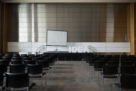 Empty auditorium with Idea letters on stageの写真素材 [FYI02859408]