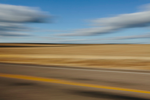 Blurred road and sky abstract, near Holbrook, Arizonaの写真素材 [FYI02859427]