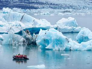 Glacial lake at the head of the Breidamerkurjokull glacier, created after the glacier started recediの写真素材 [FYI02859434]