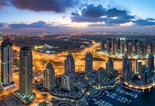 Aerial view of the cityscape of Dubai, United Arab Emirates at dusk, with skyscrapers and the marinaの写真素材 [FYI02859570]