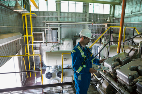 Male worker checking equipment in gas plantの写真素材 [FYI02859580]