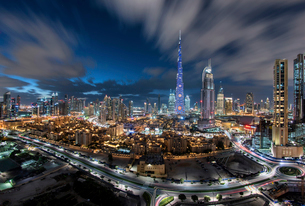 Cityscape of Dubai, United Arab Emirates at dusk, with illuminated Burj Khalifa skyscraper in the ceの写真素材 [FYI02859588]