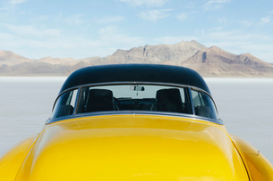 Restored yellow 1952 Vintage Chevy Bel Air car parked on Salt Flatsの写真素材 [FYI02859680]