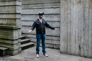 A middle aged man wearing a virtual reality headset.の写真素材 [FYI02859684]