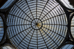 Glass dome of the Galleria Umberto I shopping centre in Naples, Italy.の写真素材 [FYI02859852]