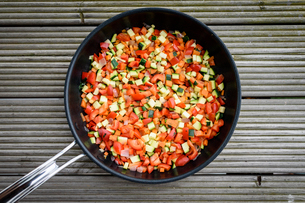 High angle close up of  pan with colourful Mediterranean vegetable in a frying pan.の写真素材 [FYI02859858]