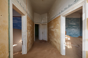A view of rooms in a derelict building full of sand.の写真素材 [FYI02859867]