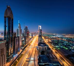 Cityscape of Dubai, United Arab Emirates at dusk, with skyscrapers lining illuminated street.の写真素材 [FYI02859873]