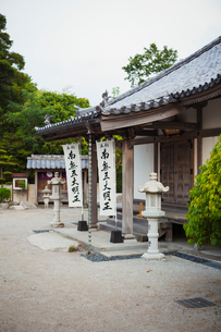Exterior view of Japanese Buddhist temple.の写真素材 [FYI02859885]