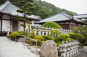 Exterior view of Japanese Buddhist temple.の写真素材 [FYI02859899]