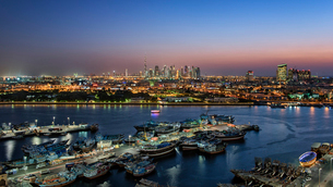 Cityscape of Dubai, United Arab Emirates at dusk, with skyscrapers and the marina in the foreground.の写真素材 [FYI02859903]