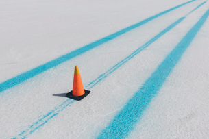 Traffic cone and blue paint marking race course on the Salt Flatsの写真素材 [FYI02860189]