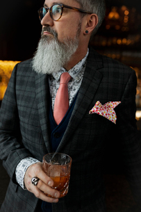 Fashionable hipster businessman with beard drinking cocktailの写真素材 [FYI02860600]