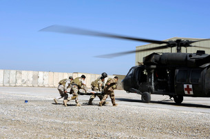 Soldiers rush a simulated casualty to a UH-60 Blackhawk heliの写真素材 [FYI02860666]