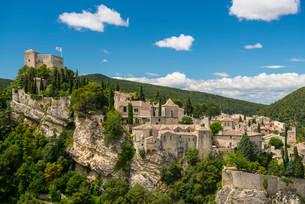 Old town, Vaison-la-Romaine, Vaucluse, Provence-Alpes-Coteの写真素材 [FYI02860690]