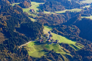 Village of Wall, municipality of Oberaudorf, from Mtの写真素材 [FYI02860697]