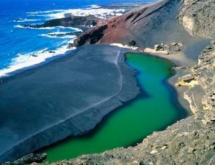 Volcanic beach, Timanfaya National park, Lanzarote, Canaryの写真素材 [FYI02860717]
