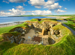 A Neolithic house in the settlement of Skara Brae, circaの写真素材 [FYI02860891]