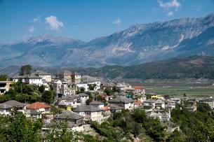 Gjirokaster, Mali i Gjere Mountains, Epirus, Albania, Europeの写真素材 [FYI02860902]