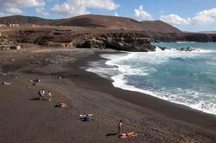 Beach Playa de los Muertos in Ajuy, Fuerteventura, Canaryの写真素材 [FYI02860946]
