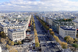 Views of La Defense and the Avenue des Champs-Elysees, theの写真素材 [FYI02860951]