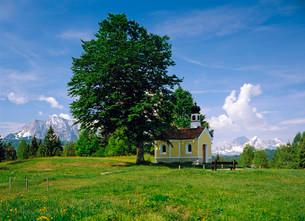 Maria Rast Chapel at Kranzberg, Mittenwald, Upper Bavariaの写真素材 [FYI02860970]