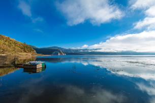 Lake refelction of white cloud and blue sky. Napa Haiの写真素材 [FYI02860994]