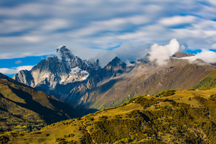 Overlooking of Mount Siguniang; Sichuan; Chinaの写真素材 [FYI02861060]