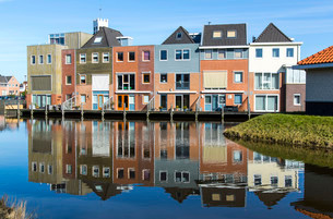 Houses by the water, new buildings in the district Nieuwの写真素材 [FYI02861113]