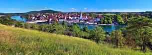 Diessenhofen with the river Rhine, Canton of Thurgauの写真素材 [FYI02861146]