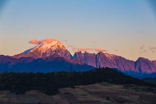 Sunlight shadow over the Haba Snow Mountain; Yunnan; Chinaの写真素材 [FYI02861162]