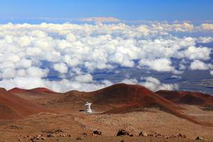 ハワイ島 マウナ・ケア山と雲海の写真素材 [FYI02861284]