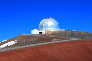 ハワイ島 マウナ・ケア山頂天文台群 ナサ・インフラレッド・テレスコープ・ファシリティの写真素材 [FYI02861304]