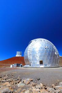 ハワイ島 マウナケア山頂天文台群の写真素材 [FYI02861385]