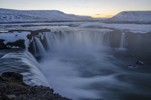 Sunset in waterfall,goafoss,Icelandの写真素材 [FYI02861409]
