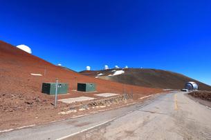 ハワイ島 マウナ・ケア山頂天文台群の写真素材 [FYI02861463]