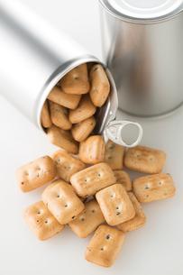 缶詰の乾パンの写真素材 [FYI02861495]