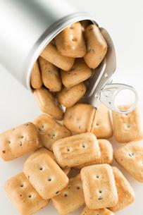 缶詰の乾パンの写真素材 [FYI02861808]
