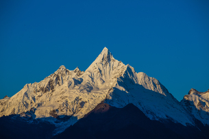 Sunlight upon the Meili Snow Mountainの写真素材 [FYI02861833]