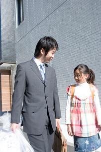 父と娘の写真素材 [FYI02862143]