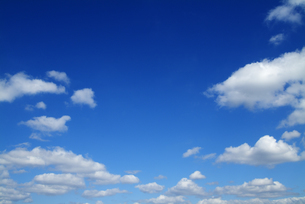 青空と雲の写真素材 [FYI02862581]