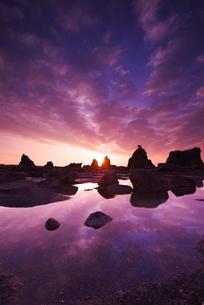 橋杭岩の朝の写真素材 [FYI02864789]
