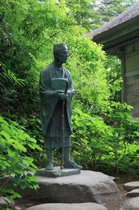 中尊寺の松尾芭蕉像の写真素材 [FYI02865176]