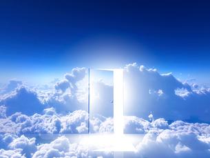 光が射し込むドアの写真素材 [FYI02866409]