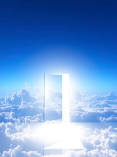 光が射し込むドアの写真素材 [FYI02866414]