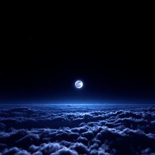 夜空と雲海の写真素材 [FYI02866577]