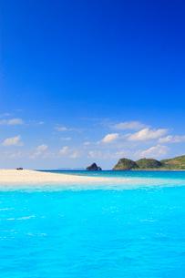 トロピカル色の海と嘉比島の砂州と深城の崎の写真素材 [FYI02868302]