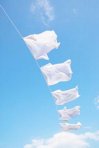 青空と洗濯物の写真素材 [FYI02870594]