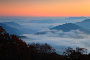 宮垣の雲海と朝焼けの写真素材 [FYI02876026]